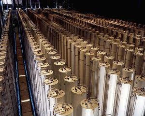 750px-Gas_centrifuge_cascade2